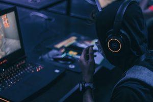Gaming Zimmer einrichten; Gamingroom einrichten, Gaming Gadgets, Gaming Dekoration,